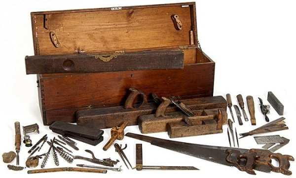 800px-Minnesota_State_Capitol_Woodworkers_Toolbox_Historical_Society